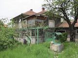 Двуетажна къща с двор във Вакарел