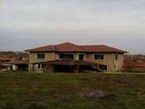 Двуетажна къща с голям двор на 45 км от Велико Търново