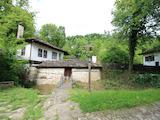 Автентична възрожденска къща в етнографски комплекс Боженци