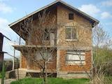 Двуетажна къща на етап груб строеж, град Дунавци