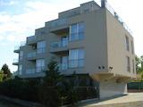 Отличен тристаен апартамент с паркомясто в Св.св. Константин и Елена