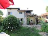 Реновирана и обзаведена къща в село на 45  км от Велико Търново