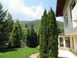 Еднофамилна къща във вилна зона Бистрица