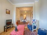 Просторен апартамент в центъра на София