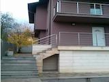 Голяма къща с двор в предпочитан столичен район