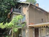 Триетажна къща в близост до ул. Панорамен път в кв. Княжево