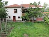 Двуетажна къща с двор и паркинг на 20км от Асеновград
