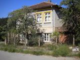 Къща на два етажа в полите на Стара планина близо до Белоградчик