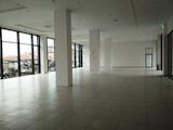 Търговски помещения и офиси под наем в голям търговски център