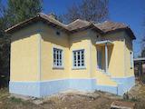 Къща с конюшня на 12 км от морето