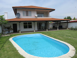 Модерна двуетажна къща с двор под наем на 4 км от Пловдив