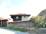 Реновирана Възрожденска къща с двор само на 9 км от град Елена
