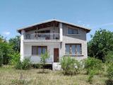 Двуетажна  къща с двор  в село на 11 км от Велико Търново