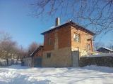 Двуетажна къща  до язовир и  на 40 км от Велико Търново