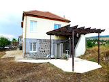 Двуетажна къща с подарък автомобил в село Венец, 35км от Бургас