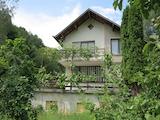 Къща с поддържан двор в с.Чурек
