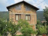 Еднофамилна къща с красив двор в близост до езерото Панчарево
