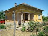 Селска къща с голям двор във Видинско