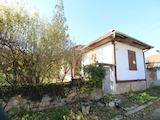 Чудесна едноетажна къща с в село до язовир