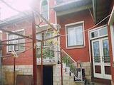 Селска къща и стопански сгради на  23 км от В.Търново