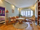 Голям апартамент с 2 спални, хол и отделна кухня в кв. Редута