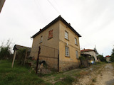 Двуетажна къща с двор и гараж на  25 км от град Ловеч