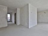 Просторен тристаен апартамент с АКТ 16 в идеален център