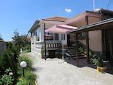 Цялостно реновирана къща в добре уредено село