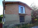 Двуетажна къща в с.Подвис