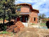 Двуетажна къща в село Подвис в подножието на Стара Планина