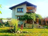 Кокетна къща с поддържана градина