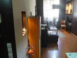 Реновиран тристаен апартамент в центъра на София
