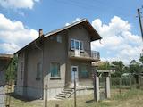 Масивна двуетажна къща с гараж на 20 км от Перник