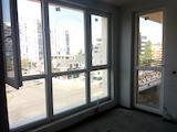 Новопостроен апартамент с лесен достъп до метростанция Западен парк