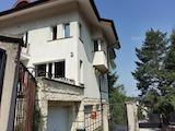 Триетажна къща с целогодишен достъп, кв. Княжево