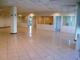 Практичен и функционален офис в бизнес сграда на бул. Цариградско шосе