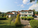 Планинско имение с басейн сред красивата природа на Троянския Балкан