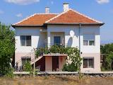 Поддържана двуетажна къща с двор на 12 км до Нова Загора
