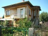 Двуетажна къща с голям двор в с. Войница, Видинско