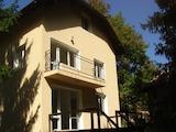 Триетажна къща с целогодишен достъп в балнеоложкия курорт Банкя