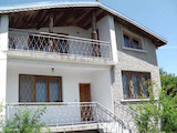 Двуетажна  къща  в село на 11 км от Велико Търново