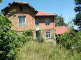 Двуетажна къща с гараж в планината на 11 км от гр. Габрово