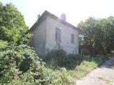 Двуетажна  къща с  гараж  в село на 30 км от В.Търново