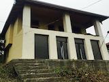 Двуетажна къща с двор в планински град, на 35 км от Ловеч