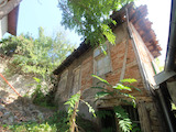 Двуетажна  къща за основен ремонт в старата част на Велико Търново