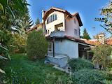 Триетажна къща с голям двор и целогодишен достъп, кв. Бояна