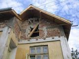 Двуетажна тухлена къща с двор  в село на 35 км от Павликени