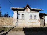 Обзаведена двуетажна къща на 20 км от Велико Търново