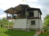 Уютна  двуетажна къща само на 120 км от град София