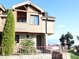 Двуетажна къща със стилен интериор в затворен голф комплекс, между градове Банско и Разлог